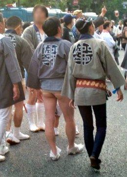 Mutige Maennermode auf dem Kanda Matsuri