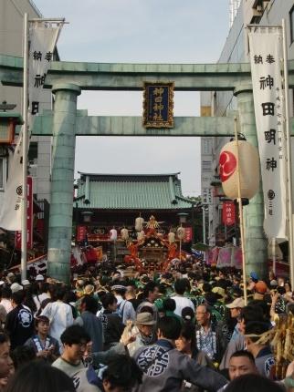 Auf dem Weg zum Kanda Matsuri