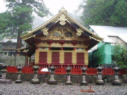 Vor dem Toshogu Schrein